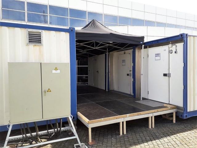 Überdachung zwischen Containersufstellung bei Toyota Parts Center Europe (BE)