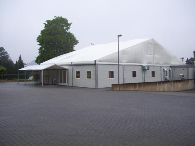 Interimsküche in Alu-Halle