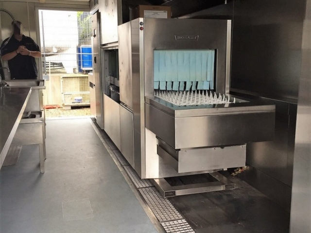 Mobile Spülküche beim Taunus Menü Service in Neu Anspach (DE)