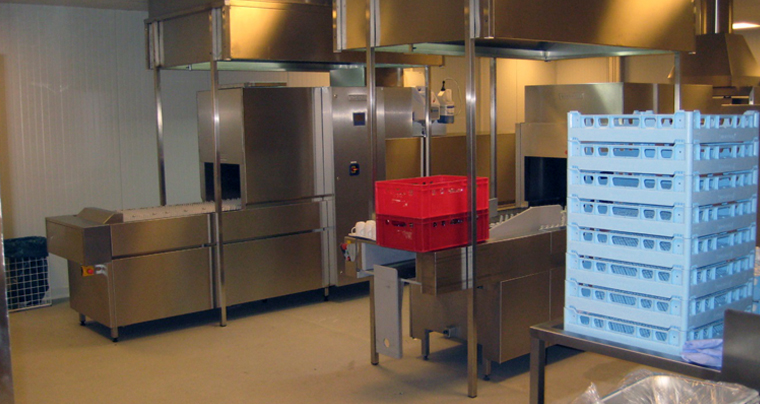 Die Spülküche Ist Einer Der Anfälligsten Räume Einer Großküche, Immer Nass,  Feucht Und Ungemütlich. Die Belastung Für Die Gebäudestruktur Ist Extrem.