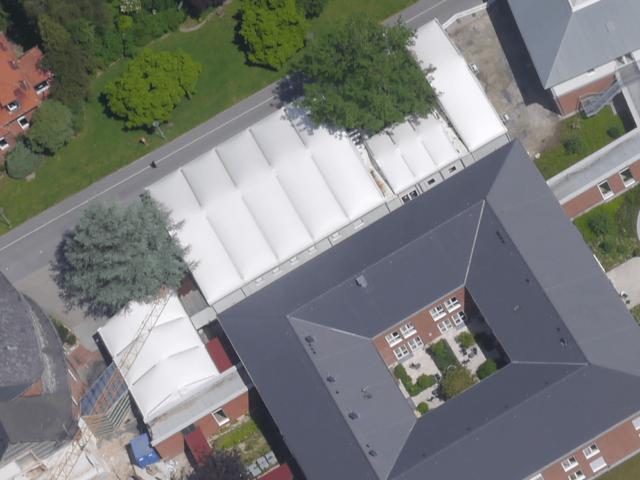 Luftbild Interimsküche in Alu-Halle